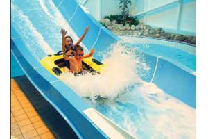 Hi De Hi Pool And Spa Scene