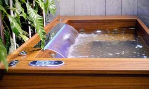 Splash-Tec has completed a bespoke teak finish spa in collaboration with William Garvey cabinetmakers.