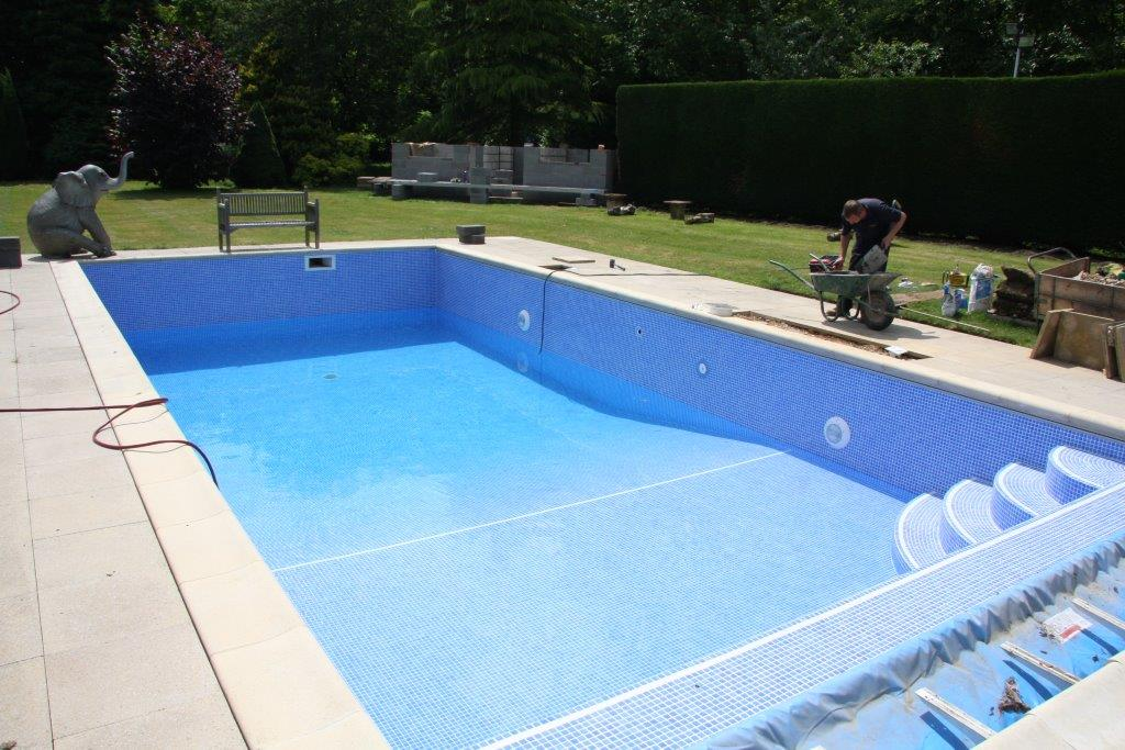 Upon commencing the refurbishment project, the Grayfox team applied a Mapilastic tanking material and tiled the pool with Waxman Niebla tiles.
