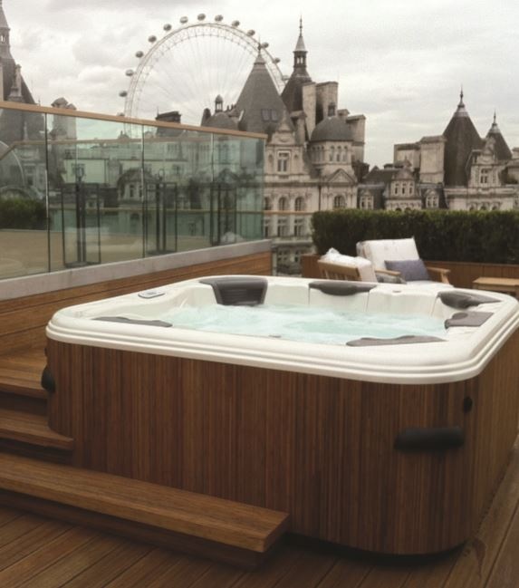Waterstream took Gold in the 2015 UK Pool & Spa Awards with this luxury Villeroy & Boch installation.