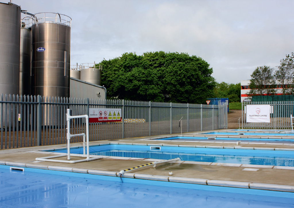 The Plastipack test facility comprises five outdoor 8m x 4m x 1.2m swimming pools located side by side.