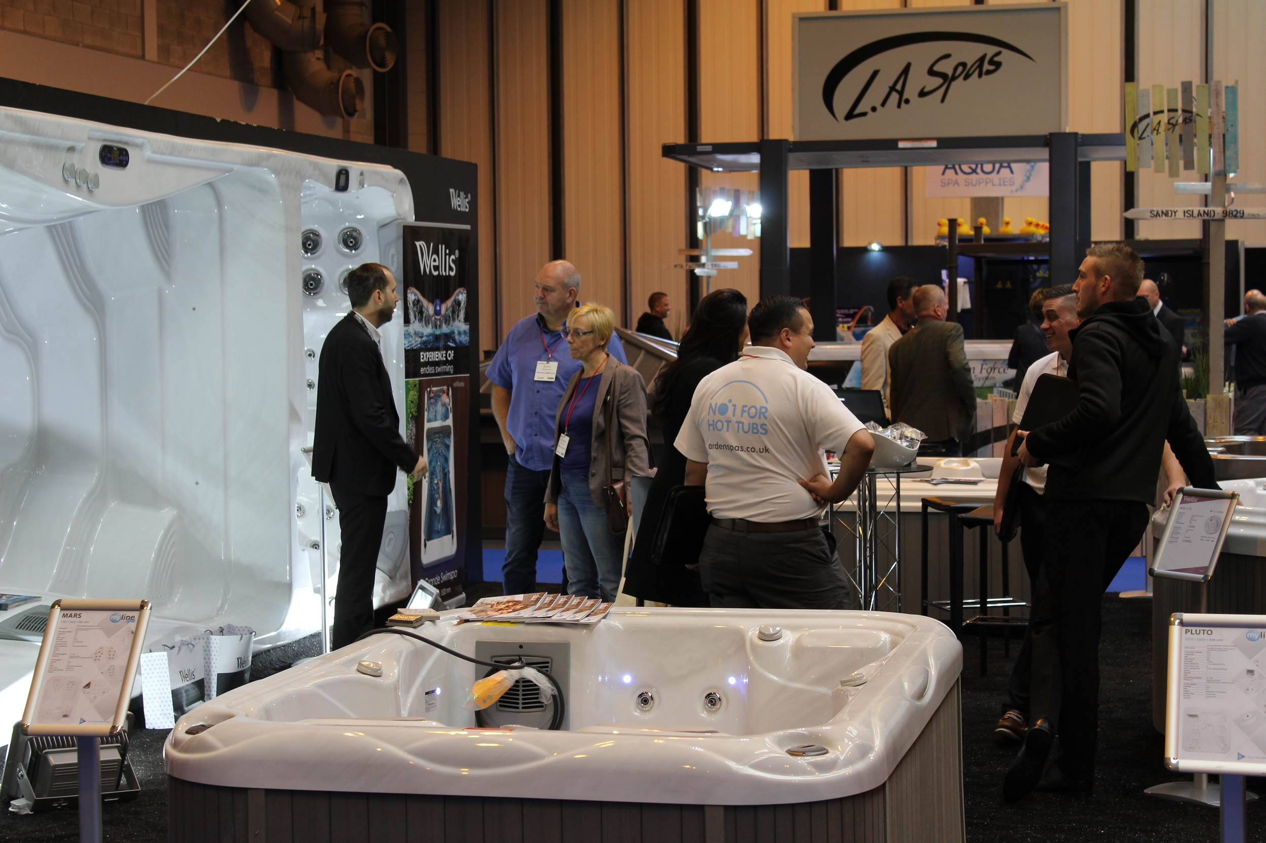 Hot tub exhibitors go the extra mile for Pool spa show 2016
