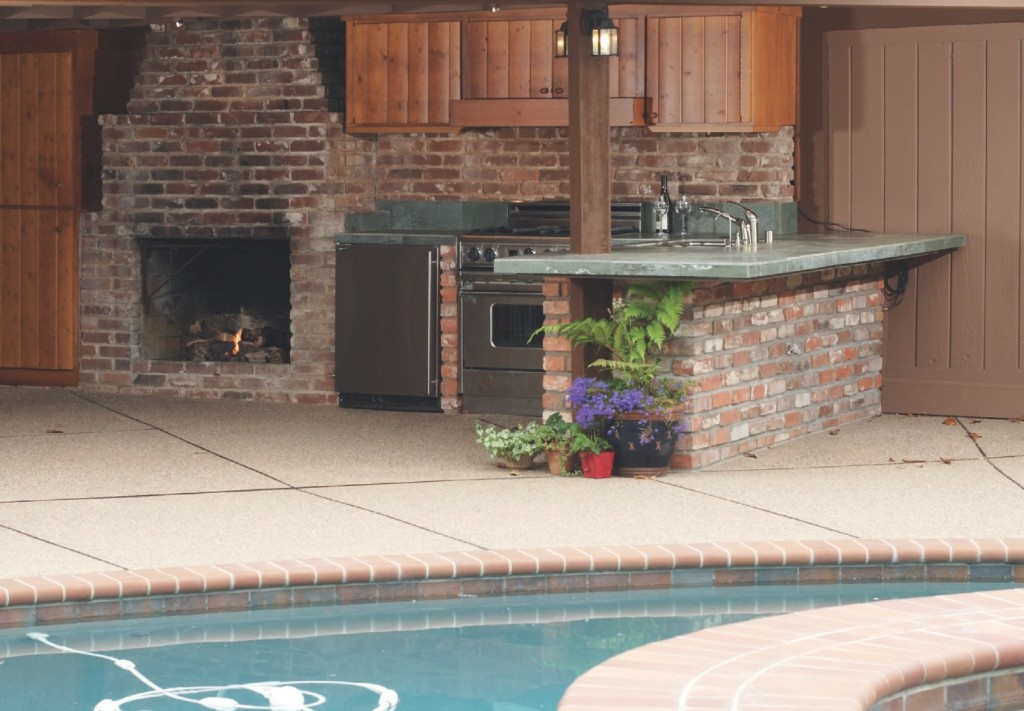 ACROSS THE US, many pool dealers and spa retailers also sell outdoor kitchens.
